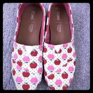 Toms Apple print shoes